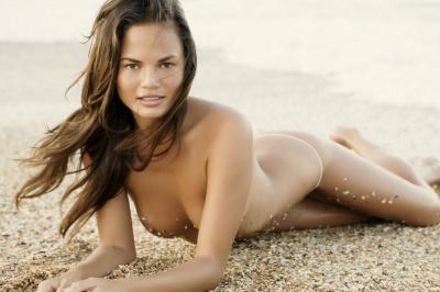 Chrissy Teigen Nude Pics